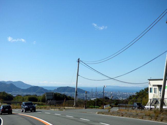 紅葉の長安寺散策を楽しんだ後は、芦ノ湖畔を散歩しようと、元箱根方面に車を走らせます。<br /><br />覚悟はしていましたが、秋の箱根の日曜日はかなりの混雑で、狙った駐車場は満車だったので、そのまま三島に帰ります。<br />