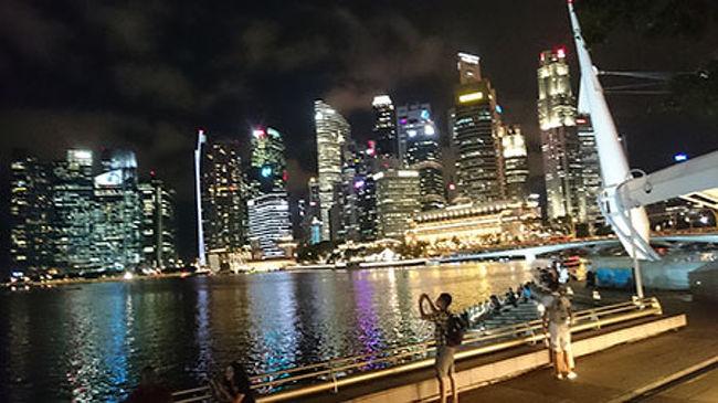 シンガポールって行ったことないけど、どんな国!?<br />そんな思いのままフライト予定をたてました。<br /><br />ホテルはマンダリンオリエンタル。<br />エアーはシンガポール航空。<br />そのほかはほとんどフリープラン♪そんないつものsとのドタバタ食べまくり旅行です////