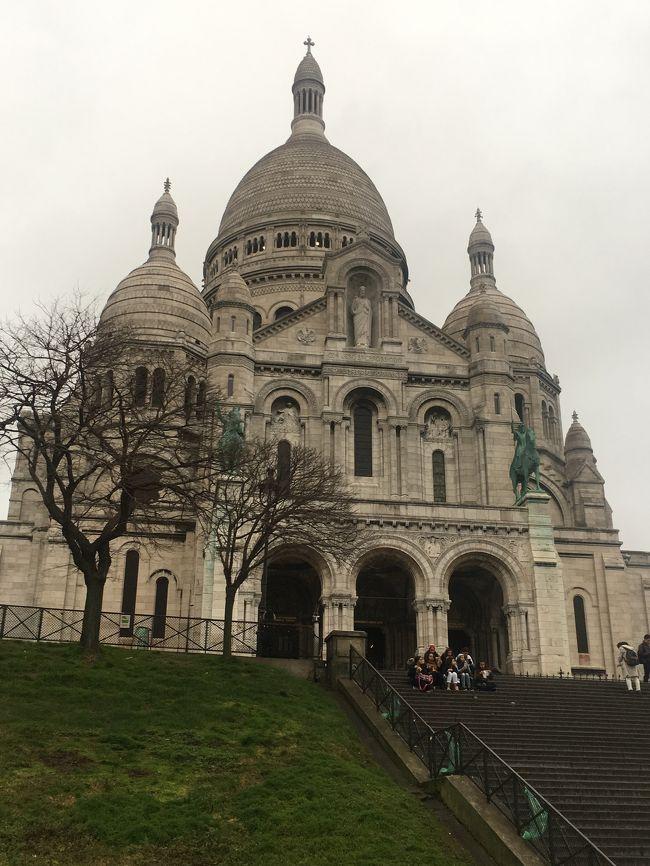 初の海外一人旅。ANA特典航空券を使ってパリに飛び、念願だった美術館とお菓子屋さん&パン屋さんめぐりをしてきました!女一人旅で治安が心配だったので、いろいろ予習・準備して行きましたが、危ない目にもあわず、たくさんの素敵な場所に行けました。<br /><br />1/25<br />夕方パリ到着→送迎でホテルへ<br /><br />1/26<br />ルーブル美術館→シテ島→カルーセル・デュ・ルーブル→ルーブル美術館<br /><br />1/27<br />サントシャペル→ノートルダム大聖堂→ポワラーヌ→サン・ジェルマン・デ・プレ教会→ボワシエ→香水博物館→ギャラリー・ラファイエット→パリ市内夜景ツアー<br /><br />1/28<br />オランジュリー美術館→オルセー美術館→ヴェルサイユ宮殿→パッサージュ・ジュフロワ<br /><br />1/29<br />サクレクール寺院→モノプリでお土産購入→オペラガルニエ→ロワシーバスで空港へ<br /><br />1/30<br />帰国