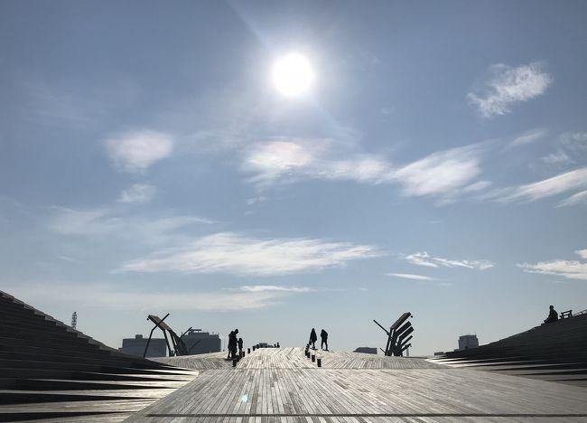 友人と横浜に行ってきました。<br />良い天気に恵まれ充実した1日を過ごすことができました。<br /><br />◎コース<br />みなとみらい駅→赤レンガ倉庫→大さん橋→イギリス館→えのきてい本店→ベーリックホール→元町ショッピングストリート→コスモワールド<br />