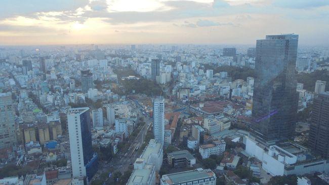 ハノイ,フエ,ホイアンと降りてきて,ここからは空路,ベトナム最大の都市ホーチミンへ。<br />ホーチミンでは2泊して夜の便で帰ることになります。<br />街歩き,メコンデルタツアーと,それなりに堪能することができました。<br /><br />今度来るときは,カントーからチャウドックへ向かい,プノンペンに向かうルートを試すという目標もできました。<br />ホーチミンは居心地も悪くなく,リピーターが多いようですが,自分もかなりハマりそうな気がします。<br />12月29日 ハノイ着 <br />12月30日 ハノイ観光<br />12月31日 ハロン湾クルーズ<br />1月1日  ニンビンツアーから鉄道でフエへ<br />1月2日  フエ観光<br />1月3日  フエからホイアンへ ホイアン観光<br />1月4日  ホイアンからホーチミンへ     ←いよいよココ<br />1月5日  メコン川クルーズ<br />1月6日  ホーチミン観光<br />     日付が変わるころ日本へ<br />