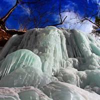 【東照宮の裏山に隠された氷の絶景;雲竜渓谷トレッキング】アイス・ブルーの回廊で氷瀑アドベンチャー/冒険と危険は紙一重