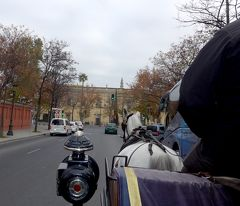 2017.12アンダルシアドライブ旅行23-スペイン広場周辺を馬車で回る