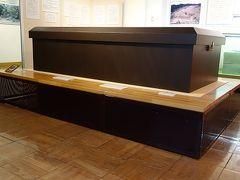 聖徳太子の棺を見学の後、法隆寺から飛鳥への太子道を行くと軽便鉄道で脱線も又楽しい