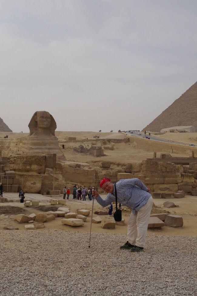 一般公開していないクフ王のピラミッドの王妃の間や地下室にも入ることができるツアーに行ってきました。46年前、卒業旅行でヨーロッパに行ったときに、カイロで飛行機の乗り次に12時間あったのでギザを訪れ、クフ王のピラミッドに入ったことがあります。<br />クフ王のピラミッドは最近の調査で未知の空間を発見か?と注目されてきたので、今のうちに一般人立ち入り禁止の部屋も一度行ってみたくなったのでした。<br />普通のツアーでは行かないマスタバとクフ王のピラミッドを四つん這いになって全ての部屋を探検出来たし、日本人考古学者の案内と説明でエジプト文明に興味を持てる旅でした。<br />2泊5日、行きも帰りも夜行とちょっと辛かったけど、飛行機はエミレーツ航空のバカでかいA-380、1階はどこまで行ってもエコノミークラスだけ、目障りで嫌味なファーストクラス、ビジネス席は2階に行って見えなく、個々の座席も広くて快適でした。<br />ただ、JALマイレージは安い団体券のせいか加点されませんでした。<br />また、48時間前チェックインでの座席確保はできませんでした。