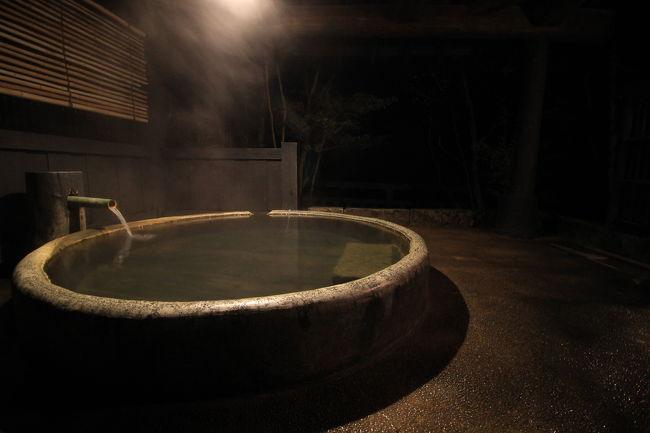 黒川温泉に初めて行ってきました!<br />非常に寒かったけれど、風情があってよい温泉郷でした。<br />数あるお宿の中から選んだのは「旅館 山河」<br />予約サイトでは既に1ヶ月以上前から空き部屋がありませんでしたが、お宿の公式サイトで奇跡的に一部屋空きを発見し、即予約!<br />日本らしさの中にモダンテイストも感じられる素晴らしい旅館でした。