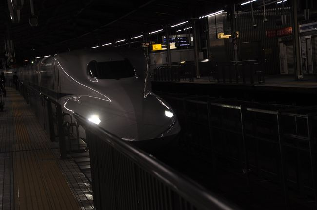 2018年2月16日から18日にかけて、おとなびパスを使って鉄道旅行してきました。<br /> 第一目的は、2018年3月限りで廃止される三江線の駅めぐりをすること、三次でレンタカーを借りました。<br /> 残念ながら、三次-浜原は雪の影響等で運休となっていましたが、今回は車で回る駅めぐりなので。(笑)<br /> 2月16日金曜日の仕事を終えて、広島へ向かいます。