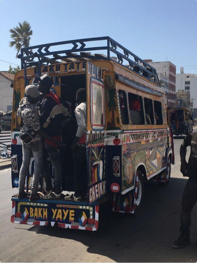 2018年最初の旅行はセネガルに決定☆<br /><br />セネガルはですねー、長いこと希望してた訪問国なんです。<br />初めて知ったのはたぶん「Zガンダム」。<br />かつてシャア・アズナブルと呼ばれた男が演説したダカールを首都とする、西アフリカの安定したまともな国。<br /><br />72時間用意しましたが、正直言って全然足りませんでした。<br />基本的に何を見ても楽しいか美しいか面白い!ですしね。<br />でも残念なことに、カメラを出してると怒られるんで(宗教上の理由)、<br />この旅行記では見たものの半分もお伝えできないと思います。<br /><br />そして移動にものすごーく時間がかかります。<br />ダカール市内10kmを移動するのに、バスで1時間とかw<br /><br />これから行かれる方のためにプランニングのヒントを書いておきます。<br />・ラックローズは12:00~13:00など太陽が高い時間が美しい。<br />・ダカール⇔サンルイは絶対にセットプラスで移動すべき。<br />・バスはわかりやすいがとにかく時間がかかる。時刻表も存在しない。<br />・通貨は絶対ユーロ。深夜便だとATMが稼働していないので要キャッシュ。<br /><br />ガイドブックはロンプラをセネガルだけチャプター買いしました。<br />予習はそれで、現地ではmaps.meが大活躍。<br />もはやこれなしには旅できなかったと思います。<br /><br />【行程】<br /> ①成田10:55発→ワルシャワ経由→ブリュッセル<br /> ②ブリュッセル観光→リスボン経由→<br />★③ダカール1:55着→ラックローズ→サンルイ<br />★④サンルイ→ダカール<br />★⑤ゴレ島など観光<br /> ⑥ダカール2:55発→リスボントランジット観光(未遂)→コペンハーゲン→マルメ日帰り<br /> ⑦コペンハーゲン7:00発→ワルシャワトランジット観光→<br /> ⑧成田9:15帰着<br /><br />【費用】総合計\162,000<br />◆飛行機:約13万円<br />①東京→ブリュッセル&コペンハーゲン→東京(ポーランド航空8万円)<br />②ブリュッセル→ダカール&ダカール→コペンハーゲン(ポルトガル航空5万円)<br />という、オープンジョー2本立て<br />◆現地での移動約¥14,000<br />◆宿:4泊で約\10,200<br />◆観光:¥3,500<br />◆食費:約¥4,300