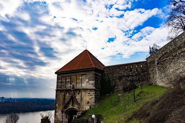 ウィーン、ブラチスラヴァ、ブダペストと5泊6日でブリュッセルエアと鉄道で旅行してきました<br />その中で一番マイナーであろうブラチスラバを紹介します<br /><br />日本人でスロヴァキアを一生に訪れる人は何%でしょうかね<br /><br />中欧の中で最もマイナーかもしれませんがとても雰囲気が温かい町でした<br />個人的には結構好きですね 2泊しても全然楽しめます