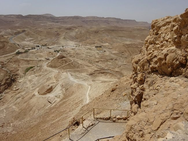 イスラエル2日目です。<br />昨日は北部でしたが、今日は世界遺産「ハイファと西ガリラヤのバハイ教聖所群」を見てから南部に向かいます。<br />そして酷暑の中の世界遺産「マサダ国立公園」です。<br /><br />1イスラエルシェケル≒\32です。<br /><br />●中東の旅(イラン)5.1~5.10<br />●コーカサスの旅 5.11~5.17<br />●イスラエルの旅<br />5.18 イスラエル北部の世界遺産<br />☆5.19 マサダ国立公園~死海(イスラエル)<br /><br />参考:地球の歩き方<br />  :世界遺産アカデミー