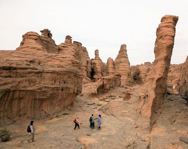 アルジェリア、サハラ砂漠の旅はタッシリ・ナジェールに入り、いよいよ佳境を迎える.<br /><br />1週間の「サハラトレッキング」の衝撃をどうぞ!!