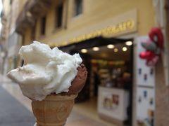 ヴェローナのマッジーニ通りは「銀座通り」。ジェラートをなめながらウインドウ・ショッピング。