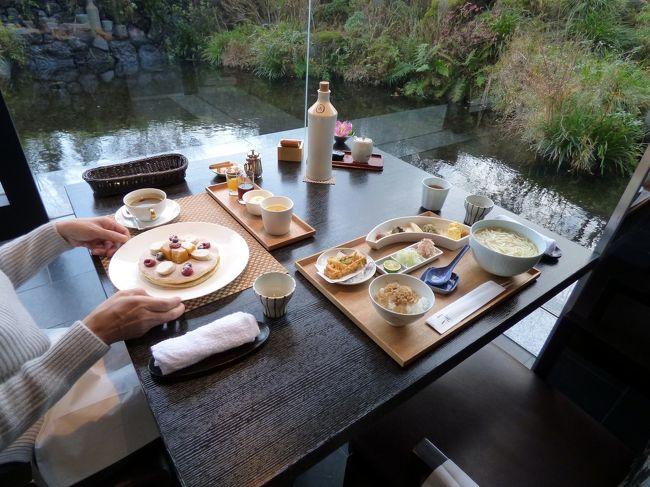 東急ハーヴェストクラブVIARA箱根翡翠のレストランは日本料理 一游(いちゆう)1ヶ所ですが、朝食メニューのバリエーションは豊富です。<br /><br />朝食メニューには予約不要のものもありますが、私たちは変わったものを食べようと、私は饂飩膳、妻はパンケーキセットを予約しました。<br />