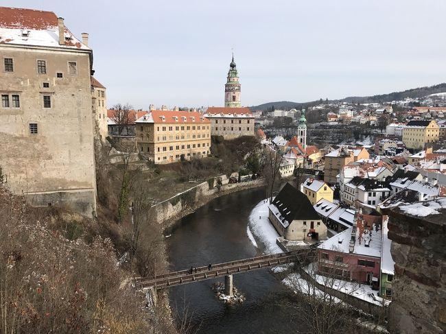 チェコのプラハで2泊し、まだまだプラハを巡りたかったけど、世界一美しい街と言われてるチェスキークルムロフに向かうことに<br />日帰りにしようか1泊するか?<br />バスにするか鉄道にするか?<br />色んな選択肢があったけど、往復バスの1泊にしました。