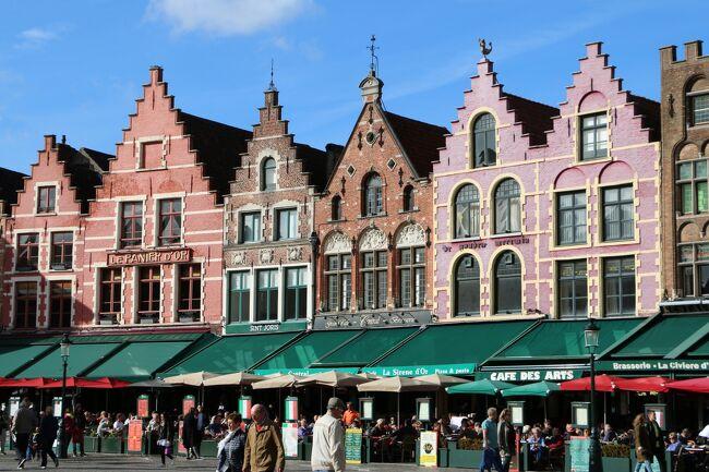 「ワッフルが食べたい! ムール貝が食べたい! チョコレートを買いたーい!」という衝動から始まったベルギー旅行です(笑)<br /><br />ブルージュには以前、パリからとアムステルダムから2回とも日帰りで訪れたことがありますが、その時は鐘楼に登ったり運河クルーズや食事をしただけでしたので、今回はじっくりと観光し街歩きを楽しみました。<br /><br />街の縦横を走る運河には50以上もの橋が架かり、ブルージュという町の名は『橋』に由来するのだそう。<br /><br />13~15世紀にはハンザ同盟の貿易拠点として北ヨーロッパ随一の繁栄を誇りましたが、その後商業の中心がアントワープそしてアムステルダムに移り、急速に衰退してしまいました。 そのため、中世の街並みがそのまま残されています。<br />煉瓦造りの切妻屋根の家々と運河のある風景が古都ブルージュの歴史を偲ばせます。<br /><br />ベルギーは伝統手工芸のレースで有名ですが、16世紀にフランドル地方で広まったボビンレースがブルージュでも受け継がれています。 ショーウィンドゥを飾る美しいレースを眺めたり、「レースセンター」でボビンレース編みの実演を見たり、レース好きにはたまらない街です。<br /><br />チョコレートショップもたくさんあり、大好きなものたちで溢れた煌めきいっぱいのブルージュでした☆彡<br /><br /><br />※ブルージュには3つの世界文化遺産が登録されています。<br />『ブルージュ歴史地区』 2000年<br />『フランドル地方のベギン会院群』(の1つとして「ベギン会院」が登録) 1998年<br />『ベルギーとフランスの鐘楼群』(の1つとして「鐘楼」が登録) 1999年<br /><br /><br /><br /><br /><br />~・~・~・~・~・~ 旅  程 ~・~・~・~・~・~<br /><br />★10/10(火) 成田発21:45(TK53)⇒<br />★10/11(水) イスタンブール着04:25(乗り継ぎ)イスタンブール発07:55(TK1937)<br />       ⇒ブリュッセル着10:20 <br />       (by train) ブルージュ空港→ブルージュ 《ブルージュ泊》<br />★10/12(木) ブルージュ観光 《ブルージュ泊》<br />★10/13(金) ブルージュ観光 ブルージュ→アントワープ 《アントワープ泊》<br /> 10/14(土) アントワープ観光 《アントワープ泊》<br /> 10/15(日) アントワープ→ゲント(観光)→ブリュッセル 《ブリュッセル泊》<br /> 10/16(月) ブリュッセル観光 《ブリュッセル泊》<br /> 10/17(火) ブリュッセル観光 《ブリュッセル泊》<br /> 10/18(水) ブリュッセル観光 <br />       ブリュッセル発19:25(TK1940)⇒イスタンブール着23:50<br /> 10/19(木) (乗り継ぎ)イスタンブール発01:40(TK52)⇒成田着19:30<br /><br /><br />(旅行時 1ユーロ≒133円)<br /><br /><br /><br /><br /><br />
