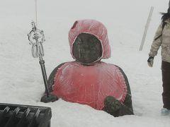 山形へ その3  蔵王温泉スキー場で春スキー  頂上で蔵王地蔵尊へお参り。