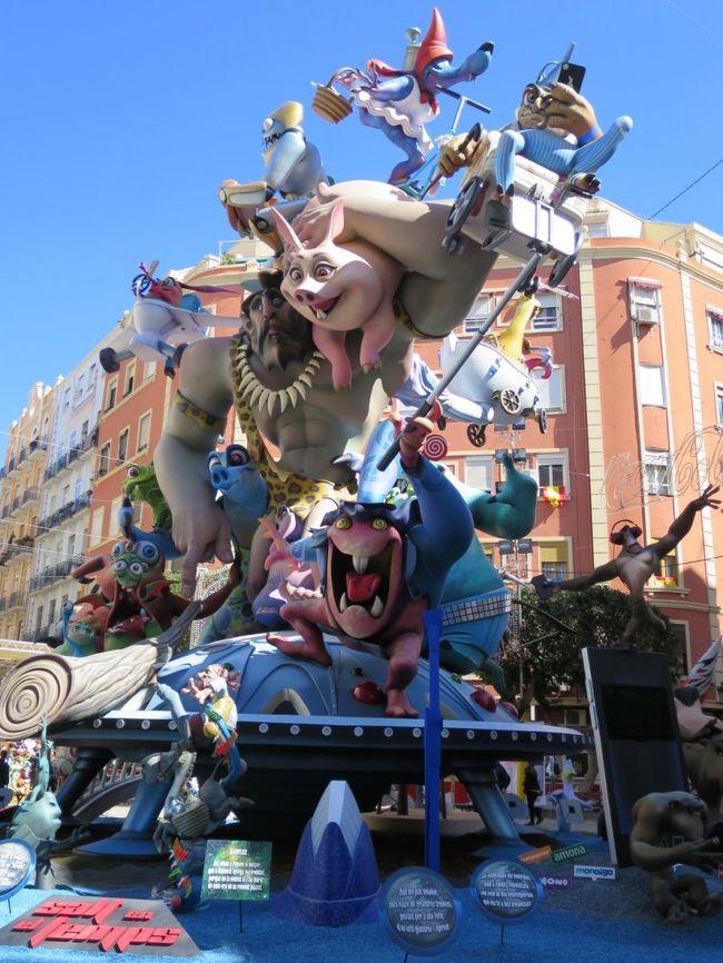 +++ バルセロナ9日間 B級街歩き 2018 (成田出国・バルセロナ到着  &amp; 翌日はバレンシアの火祭り編)1/5 +++<br /><br />出発前の関東地方の好天気、「ダウンジャケット or ジャンパー」を迷い、春先のバルセロナの街中を思い浮かべ「ジャンバー派」を選択しました、勿論、サッカー観戦の為、「防寒着(ダウンジャケット)」は持参します。<br />ですが、2年ぶりのバルセロナ、思っていた以上の寒さと風の冷たさに6泊9日間の旅程(下記参照)に黄色のシグナルが点滅しました。<br /><br />バルセロナ到着の翌日は、RENFEを利用し3時間あまりでスペイン三大祭りの一つ「バレンシアの火祭り(Falles de Valencia)」を楽しみます。<br /><br />今回の旅の主要な目的は、①初のRENFEを利用し「バレンシアの火祭り」、②FCバルセロナ観戦、③アウトレットでのショッピング、④外せないフラメンコ、⑤モンセラットの小旅行、そして、⑥のんびりと街歩きを楽しむ予定です。<br /><br />・・・バルセロナ6泊9日間の旅程・・・【】内は所用時間<br />■3/14(水)<br />22:20 東京成田  QR807【12:25】 ⇒<br />■3/15(木)<br />4:45 ドーハ  乗継【2:55】<br />7:40ドーハ  QR145【7:30】 ⇒ 13:10 バルセロ <br />→ アパートホテル アテネア<br />■3/16(金)<br />9:00BCN-SANTS ⇒ 12:18VALENC.JSO<br />バレンシアの火祭り<br />18:00 VALENC.JSO ⇒ 21:10 BCN-SANTS<br />■3/17(土)<br />サンジョセップ市場・大聖堂・サンタ・マリア・ダル・マル教会 ほか<br />■3/18(日)<br />ショッピング(ラ・ロカ・ビレッジ) 10:00<br />FCバルセロナ vs ビルバオ(カンプ・ノウ・スタジアム) 16:15<br />■3/19(月)<br />モンセラット<br />ボデガ・デ・フラメンカ 18:00<br />■3/20(火)<br />街歩き & 予備日<br />■3/21(水)<br />15:10 バルセロナ QR146 【6:35】 ⇒ 23:45 ドーハ<br />乗継【3:20】<br />■3/22(木)<br />3:05ドーハQR806【9:55】 ⇒ 19:00 東京成田
