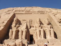 砂漠のど真ん中でヌビアの侵攻を牽制/アブシンベル神殿