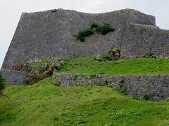 2018春、沖縄の名城巡り(11/28):3月9日(10):勝連城(1):城跡ジオラマ、キンレンカ、ハイビスカス、城跡石標