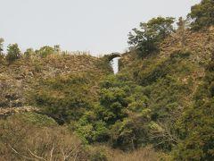 国東仏の里の天念寺無明橋を渡る