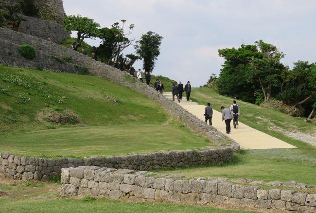 2018春、沖縄の名城巡り(15/28):3月9日(14):勝連城(5):四の曲輪、勝連城再建図、キンレンカ、バラ、泊まったホテル