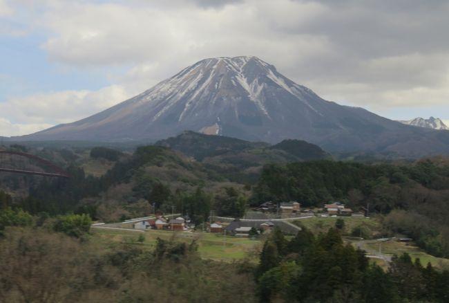 ツアーに参加しての山陰の名城巡りです。鳥取県と島根県の日本百名城の月山富田城、鳥取城と松江城の3城と、続日本百名城の米子城の4城を巡りました。伯耆富士とも呼ばれる大山も目にすることができました。<br />