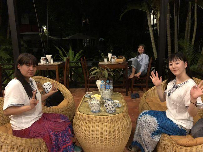 シェムリアップ旅行3日目。<br />早朝の朝日見学から始まって、1日遺跡見学をしていたので、<br />土埃りを洗い流し疲れを癒すため、夕方、カンボジア伝統のハーブサウナに入りに行きました。<br />もちろんマッサージもして、心も身体もすっきり。<br /><br />その後は、超高級ホテル、アマンサラで、長年シェフを務めていたという、女性シェフのレストランで夕ご飯。<br />ホテルに戻る前に、ドクターフィッシュにも立ち寄りました。<br />
