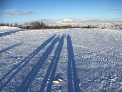 春と真冬を楽しむアイスランド一周旅行。5,ミーバトン湖周辺観光。