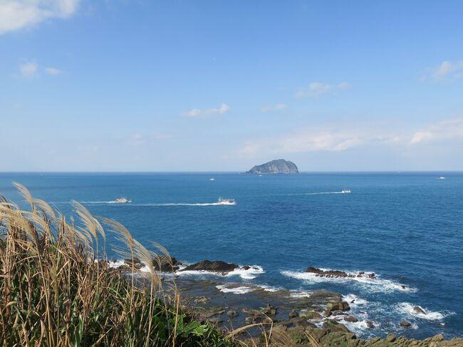 台湾滞在中に基隆の望幽谷へ。台湾の中でも好きな景色のひとつです。前回は天気は良かったものの午後で海岸が影になってしまったので、海が綺麗に見える午前中に行きました。到着当初は曇っていたんですが、じきに太陽があらわれ、望み通りの眺望が見られました。