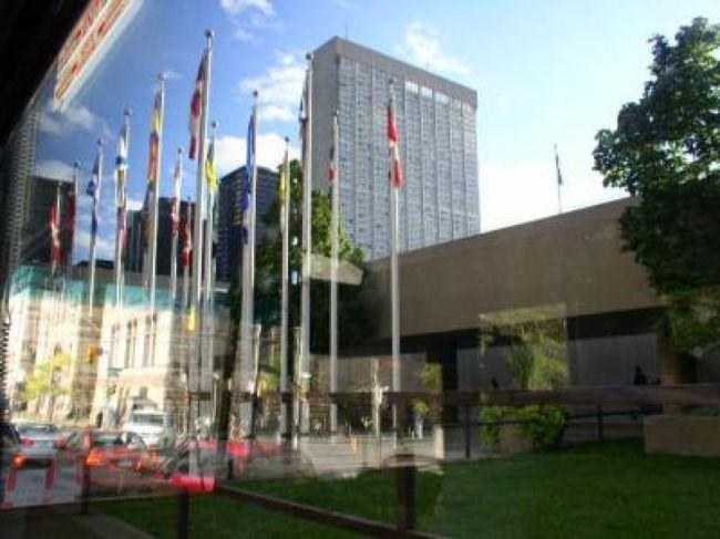 ナイヤガラの滝を後にしてカナダ経済の中心地トロントは産業施設も豊富で観光にも力を入れているそうです。<br />カナダ最終の観光地と思うと力が入ります。