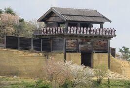 2018春、岡山の百名城巡り(2/13):4月7日(2):鬼ノ城(2):展望台からの眺望、小葉の三葉躑躅