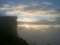 チェンライ・ラオス国境線上の崖 プーチーファ(17年北部5)