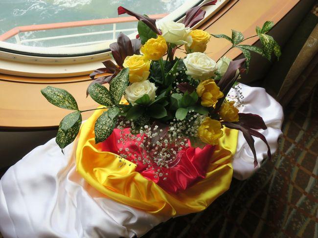 夫婦で神戸発着の「にっぽん丸」に乗り、屋久島に行く2泊3日のショートクルーズへ。船好きなので旅の重点は往復50時間ちょっとの洋上のくつろぎにほうにありましたが、屋久島(滞在は7時間程度)では白谷雲水狭もしっかり堪能してきました。