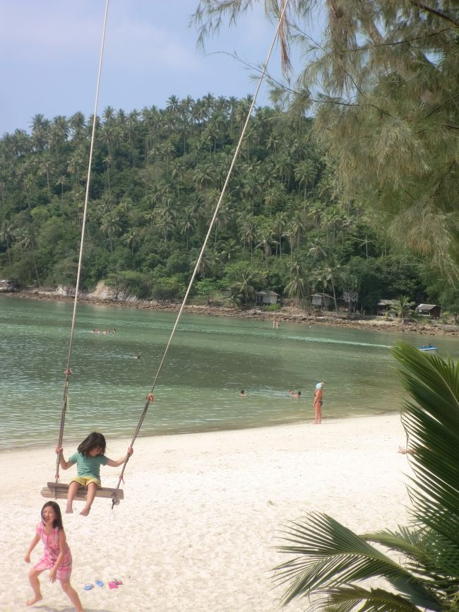 2018年の春休みに、父(私)・母(妻)・長男(11才)・長女(8才)・次男(6才)・次女(5才)の<br />家族6人で、タイの楽園パンガン島&タオ島に行ったときの記録です。<br />旅のおおまかな日程は以下の通りです。<br /><br />1日目 バンコク泊         10日目 パンガン・メーハード泊<br />2日目 バンコク泊         11日目 パンガン・メーハード泊 <br />3日目 バンコク泊         12日目 タオ・サイリー泊<br />4日目 夜行バス泊         13日目 タオ・サイリー泊<br />5日目 パンガン・サラド泊     14日目 タオ・サイリー泊 <br />6日目 パンガン・サラド泊     15日目 タオ・サイリー泊<br />7日目 パンガン・サラド泊     16日目 夜行バス泊<br />8日目 パンガン・メーハード泊   16日目 機内泊<br />9日目 パンガン・メーハード泊   17日目 帰宅<br /><br />⑤7・8日目 からの続きです。バックパッカー旅は、旅程が自由だから子連れ向き!<br />※家族旅行歴・今回の旅のお小遣い帳、それぞれ①のトップページに書いています。