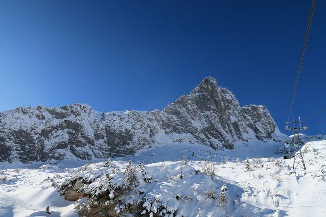 欧州オーストリアスキー Day 3 念願のスロベニアスキーに来た!<br /><br />ボベッツスキー場(Bovec)だ!  このスキー場はゲレンデトップでイタリアのセッラネヴェアスキー場(Sella Nevea)と接続していて、相互乗入ができるスペシャルなスキー場。<br /><br />そのスロベニアサイド、ボベッツスキー場に来た。<br /><br />何年か前に、このスキー場へ行こうとオーストリーのインスブルックからイタリアのウディーネまで移動したら、今シーズンはリニューアル中でクローズという情報が入った。 おっさんショックでウディーネを思わず観光してしまっただよっ。 でも今回念願叶えり~となっちゃった!!<br /><br />とりあえずスロベニアサイドの写真です。<br /><br /><br />レポートはこちらへどうぞ<br />http://soleil1969.com/ski/1718auit/1718_bv.html<br />http://soleil1969.com/ski/skitop.html<br /><br />■旅程<br />Day1<br />12/29 名古屋8:15→(JL3082)→9:25成田11:00→(JL407)→15:15フランクフルト18:15→(LH116)→19:10ミュンヘン レンタカー→23:10ザルツブルグ(墺)<br />Day2<br />12/30 ザルツブルグ観光→15:30発→18:00シュピッタル アン・デア ドラウ(墺)<br />Day3<br />12/31 メルターラー・グレッチャースキー場 → マルニッツ(墺)<br />Day4<br />1/1 アンコゲルスキー場 → フィラッハ(墺)<br />Day5<br />1/2 セッラ・ベヴェア/ボベッツスキー場(伊・スロベニア) → フィラッハ(墺)<br />Day6<br />1/3 ゲリツィンスキー場 (墺)→ミュンヘン(独)<br />Day7<br />1/4 ミュンヘン観光 → ミュンヘン21:00→(LH123)→22:05フランクフルト(独)<br />Day8<br />1/5 フランクフルト観光(独)→ フランクフルト19:30→(JL408)→<br />Day9<br />1/6 14:50成田16:55→(JL3005)→18:15伊丹 → 神戸<br />Day10<br />1/7 神戸観光 →(新幹線)→帰宅<br /><br />■航空券<br />・JAL 特典航空券 85,000mile (ビジネス)<br />・ルフトハンザ \27,997 (エコノミー)<br />