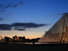 フランス メーデーのパリ市内 夜のパリツーリングとクルーズツアー