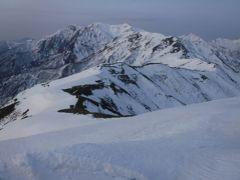 残雪の谷川連峰馬蹄形周回