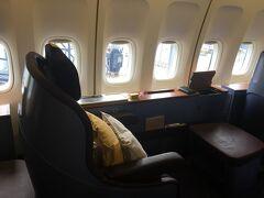タイ航空747-400ファーストクラスで行く香港