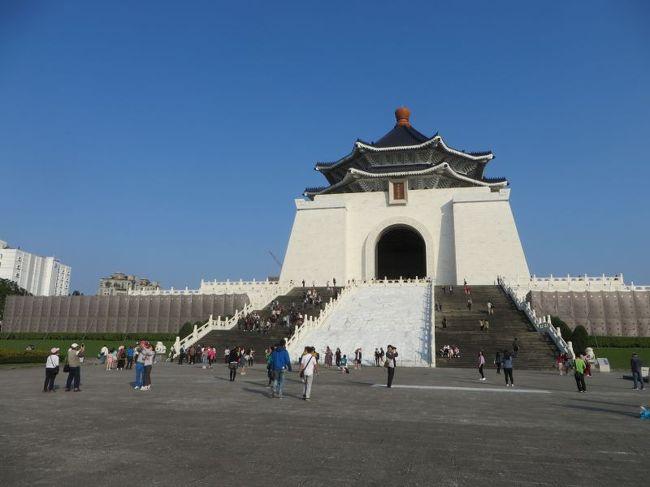 3泊4日で知人とLCCで行ってくる台湾旅行。<br />別の知り合いと台北、台南で遊んだあとそのメンバーとは別れ、<br />3日ほど台湾から離れていましたが、また別のメンバーを台湾にお迎えするため、<br />ふたたび戻ってきました。<br />前半であらかじめ「下見」していたところをはじめ、なぜか「ご案内」する立場に。<br /><br />3/18~20 知人ら3人と台北、台南<br />3/21 ひとり勝手にシンガポール<br />3/22 香港まで戻ってくる<br />3/23~15 別の知人ら5人で、台北 ←ここの前半