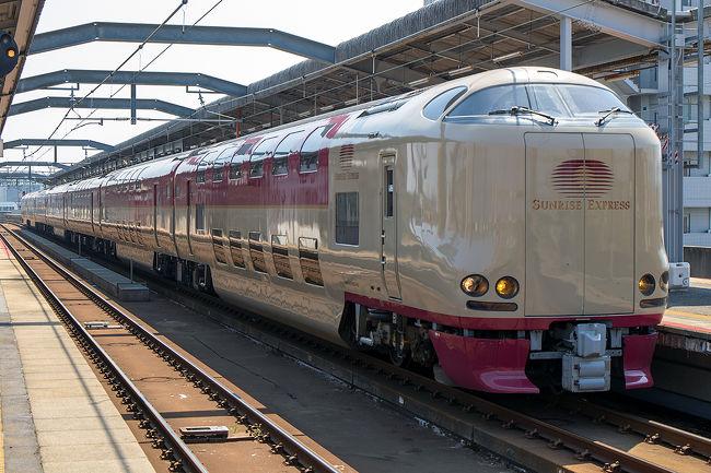 乗り物好きのスイスからの友人が日本を訪れると言うので、ダメ元でサンライズに乗ってみようと1ヶ月前の発売開始日の夜に駅で空きを尋ねると、シングルが2部屋空いているいうではありませんか!<br /><br />GW期間にサンライズが取るのは10時でも至難の技。多分キャンセル分でしょうがサンライズに乗ることになりました。