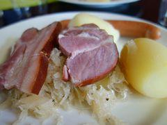 コルマールのランチは駅のレストラン。お肉のシュークルートがおいしかった。