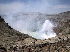 三十三年ぶりに阿蘇山火口を観る