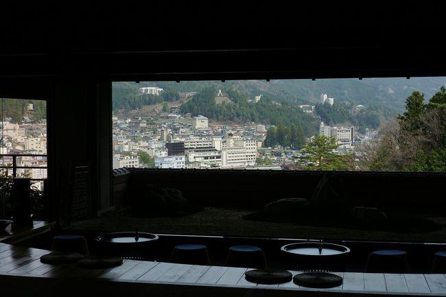 4月は、家内の誕生日と結婚記念日。<br />たまには、温泉でゆっくりとのリクエストあり。<br />名古屋から1時間半で行ける下呂温泉に行ってきました。<br /><br />【今宵 天空に遊ぶ しょうげつ 部屋番号2701】<br />http://www.shougetsu.jp/index.html<br /><br />【下呂温泉 合掌村】<br />http://www.gero-gassho.jp/<br /><br />