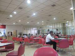 【スリランカ】バンダラナイケ国際空港の職員用食堂は空いている。