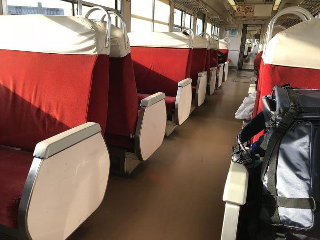 ゴールデンウィークに富山を旅した記録です。<br /><br />集落全体が世界遺産の五箇山相倉集落で宿泊し、氷見で魚介を食べたら宇奈月温泉に行きトロトロの湯を堪能。翌朝は黒部峡谷をトロッコ列車で駆け抜けます。夜は富山で海の幸を楽しみました。<br /><br />5/3 東京→五箇山<br />5/4 五箇山→氷見→宇奈月温泉<br />5/5 宇奈月温泉→黒部トロッコ鉄道→欅平→宇奈月温泉→富山<br />5/6 富山→羽田
