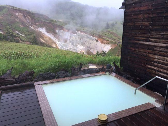 群馬県北西部、吾妻郡嬬恋村の万座温泉を訪れました。上信越国立公園内にあり、自然の中にある日本一高地の温泉であるとともに、その泉質は硫黄成分含有量日本一を誇ります。<br />★「万座空吹」を望む露天風呂が自慢のホテルに泊まり、心ゆくまま日本一の硫黄泉に浸かる。