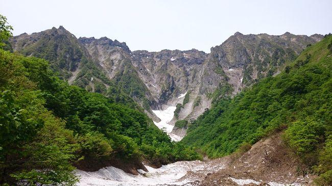 2018年5月26日から28日まで群馬県を旅しました。<br /><br />関東圏に住んでいるので、群馬県は数えきれないくらい旅行しているのですが、今回、数年ぶりの結婚記念日旅行ということで選んだのが、昨年12月の一人旅でも宿泊した谷川温泉別邸仙寿庵(6回目)。<br /><br />谷川岳ロープウェイ乗り場から一ノ倉沢まで電気バスで行けるようになるのが5月最終の土曜日とのことで、夫(カメラ小僧)が以前から行きたがっていた一ノ倉沢と、ロックハート城、私が見たかった四万ブルー、すべての願いを叶えるための(ちょっと大げさ?)二泊三日の旅となりました。<br /><br />【日程】<br />一日目<br />自宅→谷川岳ロープウェイ→一ノ倉沢→谷川岳ロープウェイ→ロックハート城→谷川温泉別邸仙寿庵(宿泊)<br /><br />二日目<br />谷川温泉別邸仙寿庵→四万温泉(奥四万湖、積善館→四万湖)→谷川温泉別邸仙寿庵(宿泊)  <br /><br />三日目<br />谷川温泉別邸仙寿庵→川原湯温泉(八ッ場ダム建設風景)→吾妻渓谷→榛名湖→榛名神社→自宅<br /><br /><br /><br />