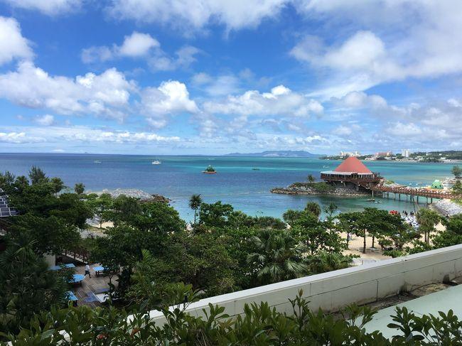 長子が小学校に入る前に、梅雨明けベストシーズンのなるべく安い時期に沖縄に行きたいと数年前からなんとなく考えてました。<br />2017年夏、無事に敢行できました~!<br /><br />観光本を眺めてて何かがビビッときて、ルネッサンスに滞在することをまず決めました。<br />なんでルネッサンスにしたのかは今となっては思い出せない(^_^;)<br />サビーをつけるために6月末からの3泊にして、朝イチのフライトにするのと前日の昼過ぎのフライト&amp;安ホテルに宿泊の差額がさほど高くなかったので、なんとか仕事の都合をつけて前泊をつけての4泊5日の沖縄旅行となりました。<br /><br />フライトはANA、ホテルはじゃらんと楽天トラベル、レンタカーは直接HPから予約した個人手配旅行です。<br /><br />メンバーは旦那、園児の長女&amp;次女、そして私の4名。<br /><br />6/28 伊丹空港→那覇空港→オリックスレンタカー→イオンモール沖縄ライカム→オキナワグランメールリゾート 泊<br />6/29 オキナワグランメールリゾート→イオンモール沖縄ライカム→ルネッサンスリゾートオキナワ 泊<br />6/30 ホテルステイ中 おんなの駅なかゆくい市場→恩納つばき→ルネッサンス 泊<br />7/1 終日ホテル内 ルネッサンス 泊<br />7/2 ルネッサンス→オリックスレンタカー→那覇空港→伊丹空港<br /><br />