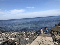 富戸脇の浜で初泳ぎ