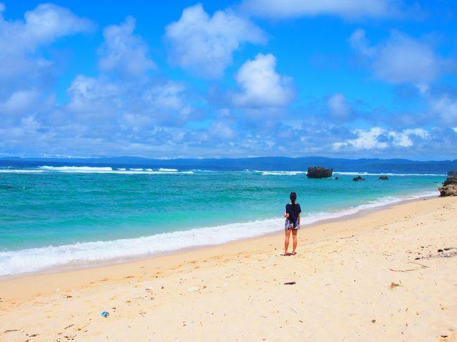 出発の1ヶ月前に娘が連休を取れる事になり、急遽沖縄行きが決まりました!娘と行く沖縄は3年振りです。出発は5月下旬。確実に梅雨入りしているでしょうから、雨の沖縄を覚悟の上で予約しました。去年5月に訪れた沖縄は5日間滞在で晴れたのは、帰る日の空港到着時だけ。そんな中【沖縄気象台は5月8日、沖縄地方が梅雨入りしたとみられると発表した。平年より1日早く、昨年より5日早い】と梅雨入りのニュースが。雨覚悟と言いながら、その日から毎日沖縄の天気予報のチェックに明け暮れます。梅雨入りしたのに、なぜか毎日晴れ。もう中休み?私達が出発する日から雨の予報・・・・<br /><br />1日目・・・【アルモントホテル那覇県庁前】大浴場で移動の疲れを取りましょう♪<br /><br />2日目・・・【オハコルテベーカリー】で朝から「ゆるふわ過ぎる定員」に絶句後、レンタ<br />       カーで一気に北部へ。<br />       空と海の広大な景色の【カフェこくう】でランチして古宇利島へ。<br />       その後【CALiN】でお茶して今帰仁の【赤墓ビーチ】へ。<br />       宿泊は極上の宿【somos】3年振りに再訪です。どんな風に変わったかな<br />       夜はがっつり【ステーキハウス88】へ。<br />       食後に【海洋博公園】で夕日を見る。<br /><br />3日目・・・瀬底島のアンチ浜で海を見て、昨年の4月にオープンした読谷村の<br />      【tou cafe and gallery】でランチ後【Indigo】へ。<br />       お隣の【JoieJoie326】でケーキを頂き<br />      【シエラトン沖縄サンマリーナリゾート】2016年12月開業 の サウスタワー<br />       に宿泊。<br /><br />4日目・・・ホテルのビーチで林家パー子さん状態で写真撮りまくり!<br />      その後南下してサボテンと多肉植物が作り出す癒しの空間 <br />      【Plants喫茶greenmama】でランチして<br />      【ten】でお嬢が洋服を買う。<br />       その後宜野湾の【mofgmona no zakka】で焼き物物色。喉がカラカラにな<br />       り1階の【mofgmona】でお茶。<br />       レンタカーを返却して【ハイアットリージェンシー那覇沖縄】チェックイン<br />       壺屋に行き、【浮島ぎょうざ 蘭桂坊】で乾杯!<br /><br />5日目・・・お嬢は暑さと私がジャンプばかりさせたので、少々バテ気味です。<br />      やちむん通りで焼き物巡り。<br />      【食堂faidama】で島野菜を頂く。那覇空港でお嬢とお別れ<br />      マタネッ(*^-゚)/~Bye♪